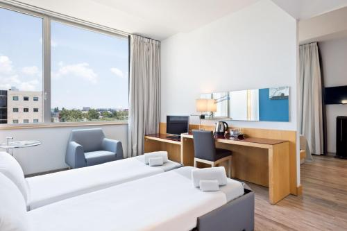 Tryp Barcelona Aeropuerto Hotel photo 41