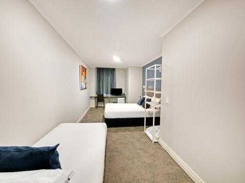 28 Hotel - image 7