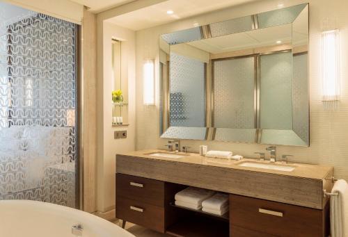 Hilton Dubai Al Habtoor City photo 18