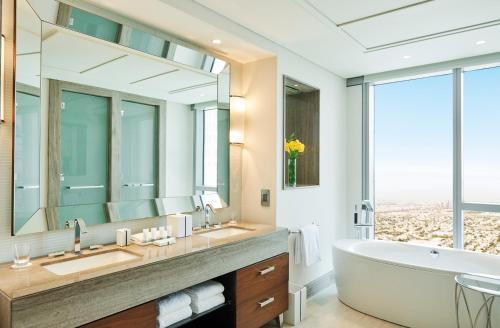 Hilton Dubai Al Habtoor City photo 35