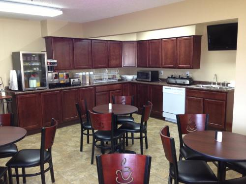 New Victorian Inn & Suites-Kearney
