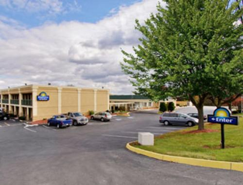 Days Inn & Suites By Wyndham York