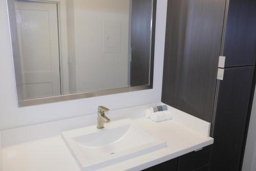 Elegant Residences - Los Angeles, CA 90012