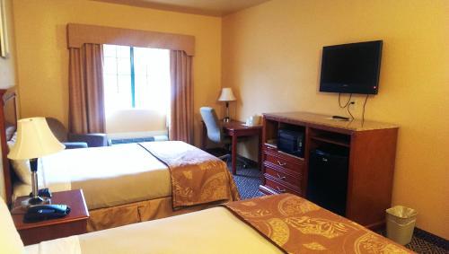 Hiway Inn Express & Suites - Antlers, OK 74523