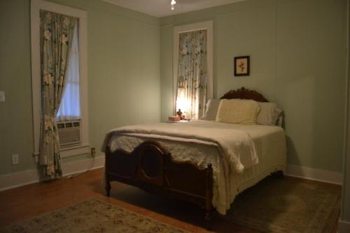 Carleton House Bed And Breakfast