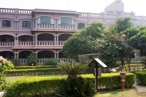 MVT Guesthouse & Restaurant 4