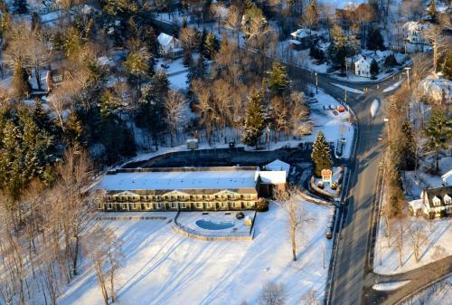 University Inn Academic Suites - Orono, ME 04473