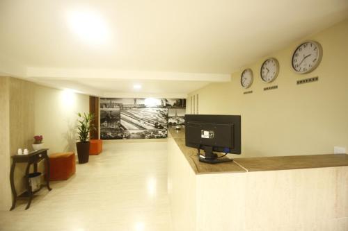 . HOTEL INTERLAGOS