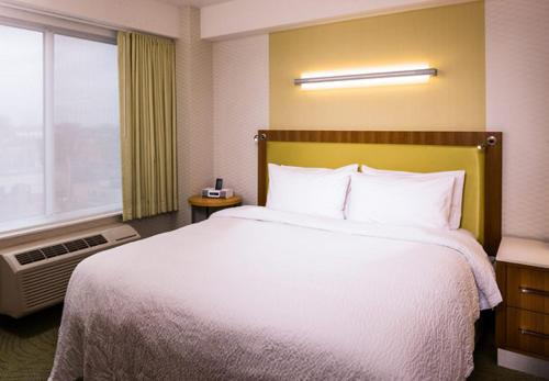 SpringHill Suites by Marriott New York LaGuardia Airport - image 3