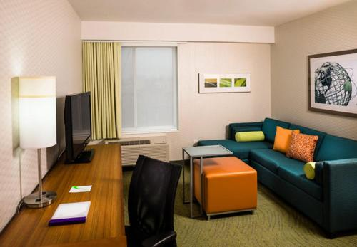 SpringHill Suites by Marriott New York LaGuardia Airport - image 8