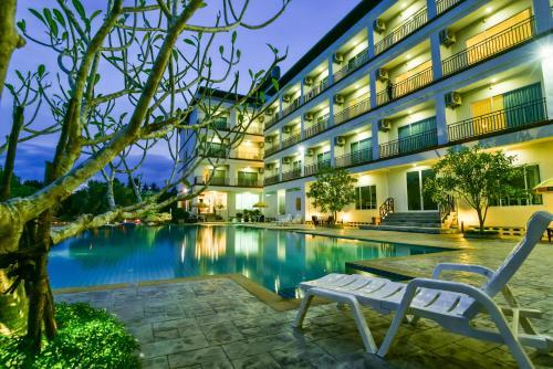 Фото отеля Southgate Residence Hotel