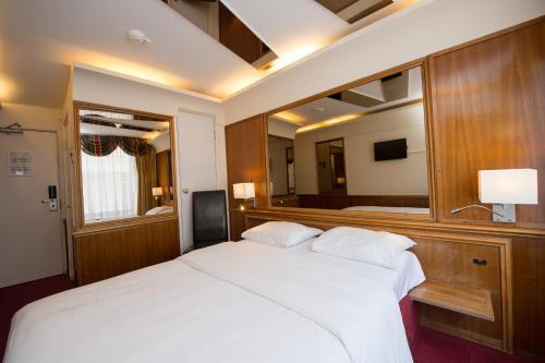 Rembrandtplein Hotel photo 22