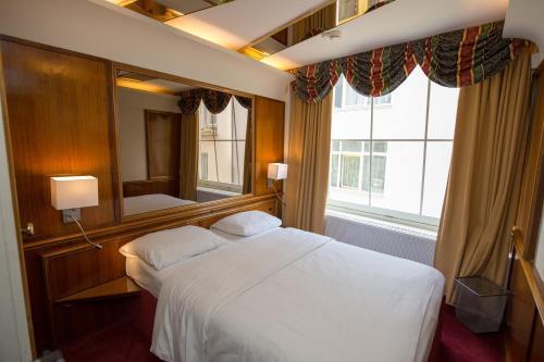 Rembrandtplein Hotel photo 23