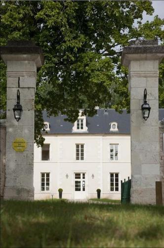 Kasteel-overnachting met je hond in Château De Lazenay - Résidence Hôtelière - Bourges
