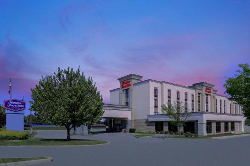 . Hampton Inn & Suites West Haven