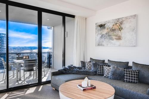 Premier One-Bedroom Apartment with Ocean View - Higher Floor
