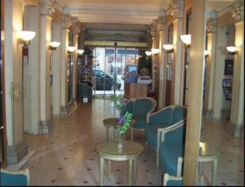 Hotel Royal Elysées photo 3