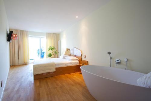 Superior Double Room with Bathtub