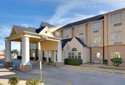 . Microtel Inn and Suites Lafayette