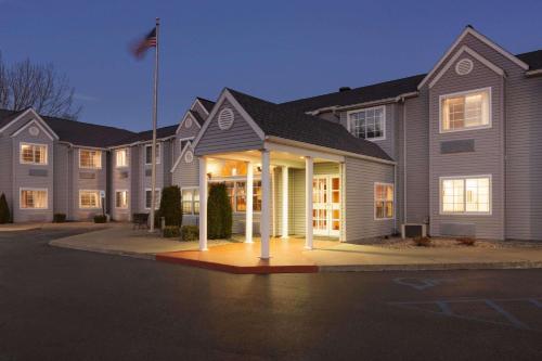 Microtel Inn by Wyndham - Albany Airport - Hotel - Latham