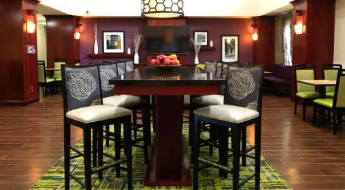 Hampton Inn & Suites Lamar - Mill Hall, PA 17751