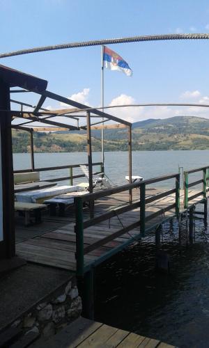 Prenociste Na Dunavu