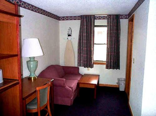 Wesley Inn And Suites - Middletown, CT 06457
