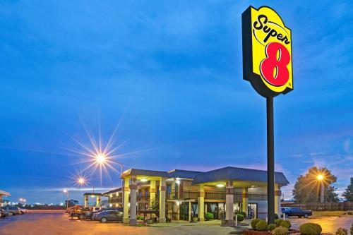 Super 8 By Wyndham Shawnee - Shawnee, OK 74802