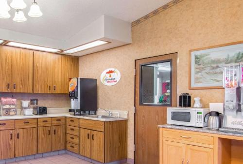 Super 8 By Wyndham Missoula/Brooks Street - Missoula, MT 59804