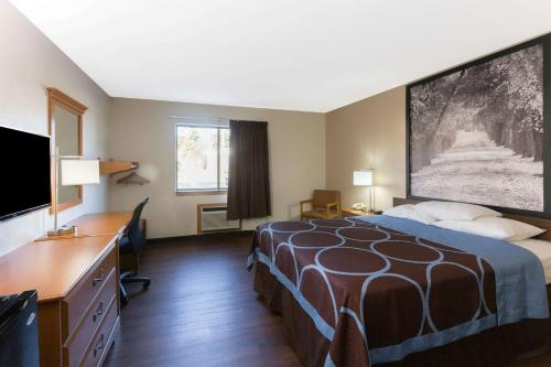 Super 8 By Wyndham Radcliff Ft. Knox Area - Radcliff, KY 40160