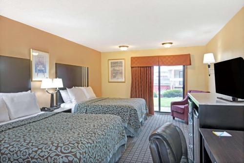 Days Inn By Wyndham Washington - Washington, PA 15301