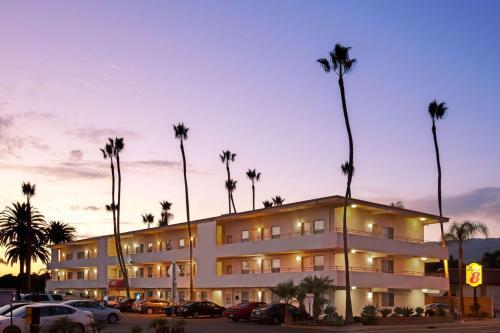 Super 8 by Wyndham Santa Barbara/Goleta - Goleta, CA CA 93117