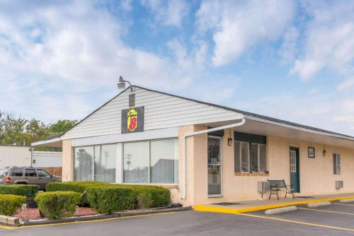 Super 8 by Wyndham Centerville-Richmond - Centerville, IN 47330