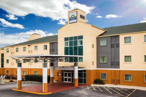 Days Inn & Suites By Wyndham Augusta Near Fort Gordon