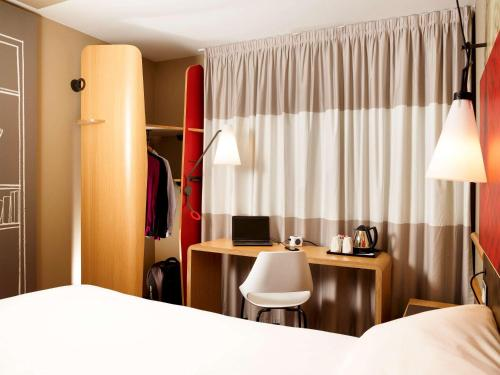 ibis Swansea picture 1 of 38