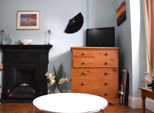 1 Bedroom Apartment in Putney - image 5