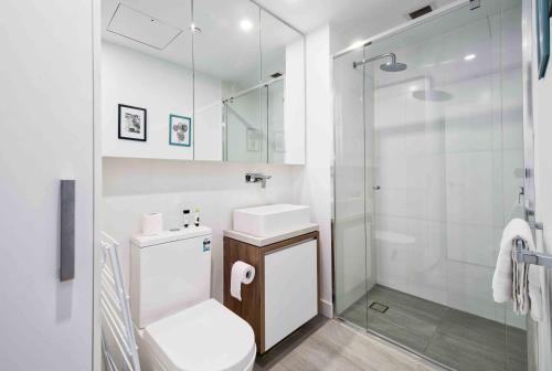 Executive 2 Bedroom Apartment in Luxury Building