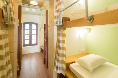 Barn & Bed Hostel photo 43