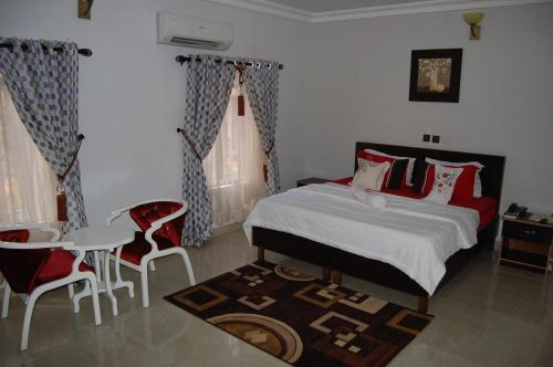 . Nue-Crest Hotels & Suites