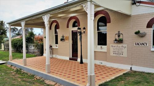 Must Love Dogs BandB And Self Contained Cottage