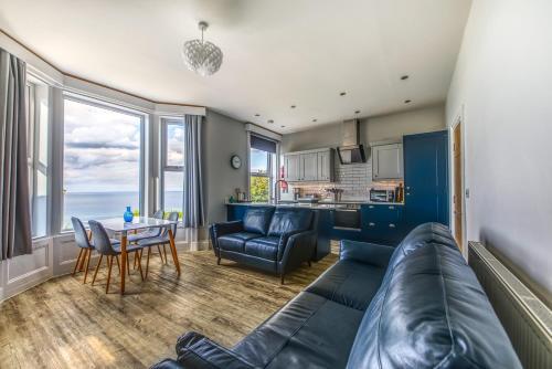 . Bay View Holiday Apartments