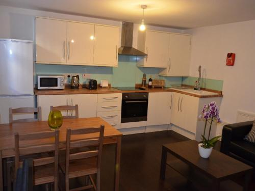 2 bedrooms en-suite near Victoria