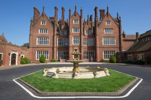 Dunston Hall picture 1 of 30