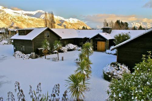 Mountain Range Lodge