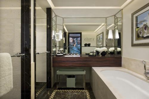 Prince de Galles, a Luxury Collection hotel, Paris photo 3