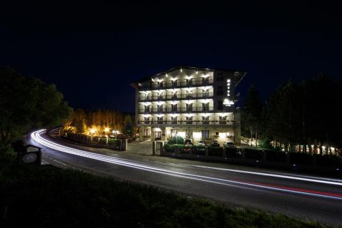 . Hotel Helen