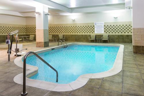 Hilton Garden Inn Indianapolis Downtown - Indianapolis, IN 46204