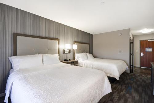 Hampton Inn & Suites Los Angeles Burbank Airport in Burbank