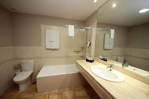 Double or Twin Room - single occupancy Hotel Château Viñasoro 1
