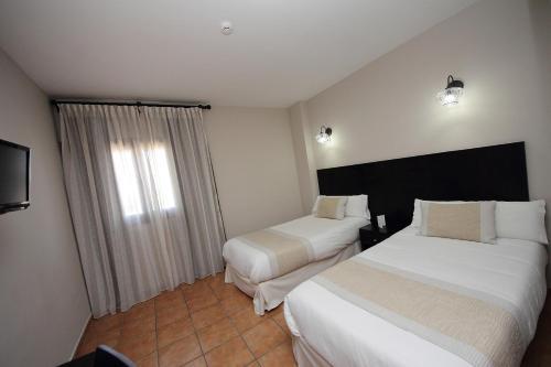 Double or Twin Room - single occupancy Hotel Château Viñasoro 3